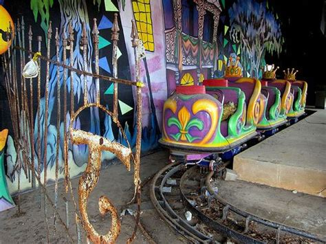 six flags haunted house haunted ride at six flags new orleans carnivals and haunted house rides pinterest