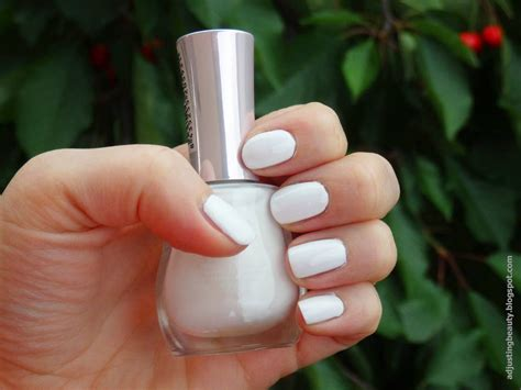 Review Yes Love Nail Polishes Adjusting Beauty