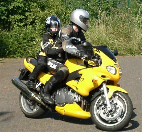 Motorrad Beifahrer Englisch service kinder als beifahrer auf dem motorrad magazin