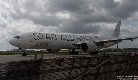 emirates star alliance airplane art singapore airlines boeing 777 300er star