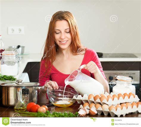 femme qui cuisine la cuisine des femmes 28 images illicook le site qui