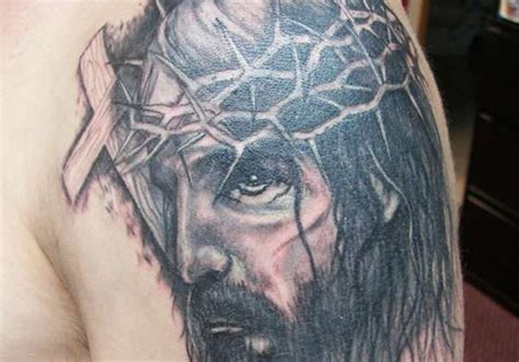 tattoo of jesus carrying the cross 30 fabulous jesus tattoos creativefan