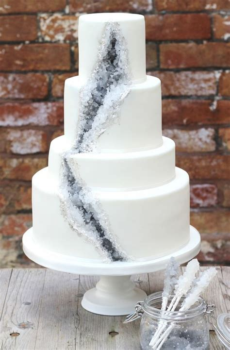 Hochzeitstorte Ideen Und Trends by 2017 Wedding Cake Trends Dipped In Lace