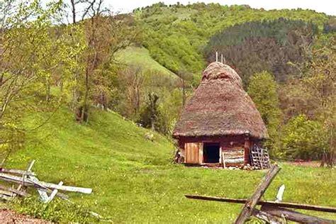 einsame hütte in den bergen mieten einsame blockh 252 tte mieten in den karpaten rum 228 niens