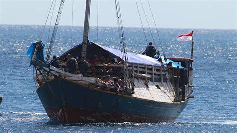 refugee boat stories tony abbott to reintroduce protection visas for asylum