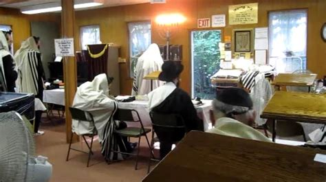 sat rabbi went hungry the lakewood scoop 187 heading up to the catskills visit woodbourne s 93 year old shul full of