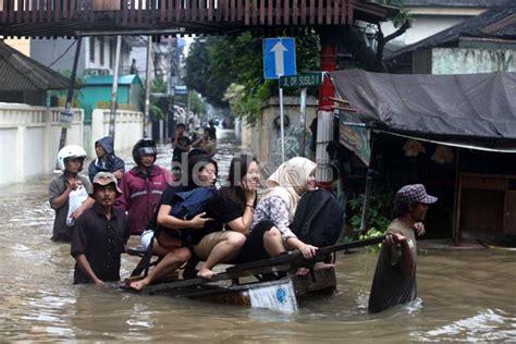 sambung cerita hari  jakarta banjir melanda secara merata