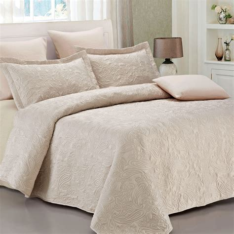 beige coverlet beige quilts and coverlets 28 images beige green