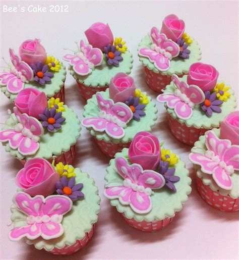 flower design cupcakes 17 best images about cupcakes on pinterest wedding