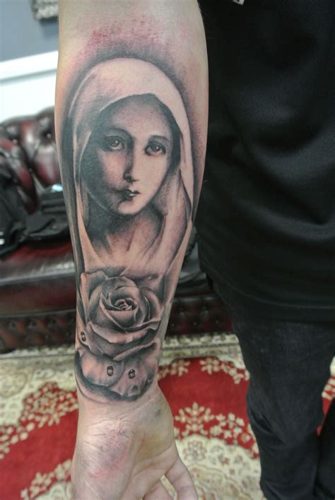 mary rose tattoo by lou shaw of four aces in aldinga