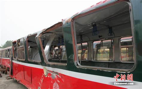 Hd 333 Dt 台勘验小火车翻覆现场 致事故发生断枝重7 5吨 图 铁路资讯 铁道论坛