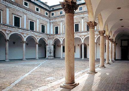 cortile palazzo ducale urbino cortile