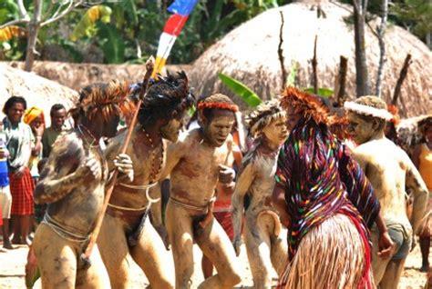 Baju Pria Mumi From Wamena suku dari papua merahputih