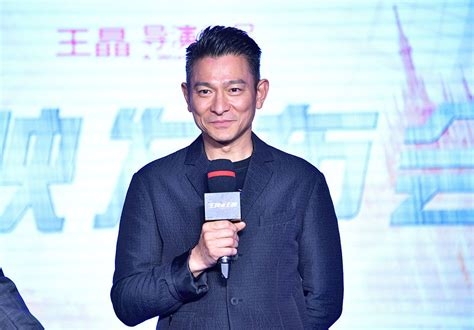 Singapore Telecom Hongkong Andy Lauw apple daily andy lau fell got stepped on