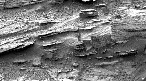no there isnt a buddha on mars whats behind all these the woman on mars what s with that photo