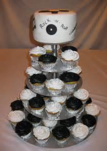 cupcake and cake stand aggie s there are no fast for the table but usually the groom and