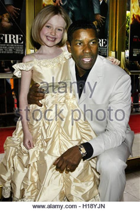 denzel washington dakota fanning denzel washington on 2004 stock photo royalty