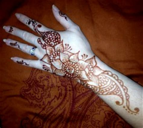 how much is henna tattoos cost henna artist cost makedes