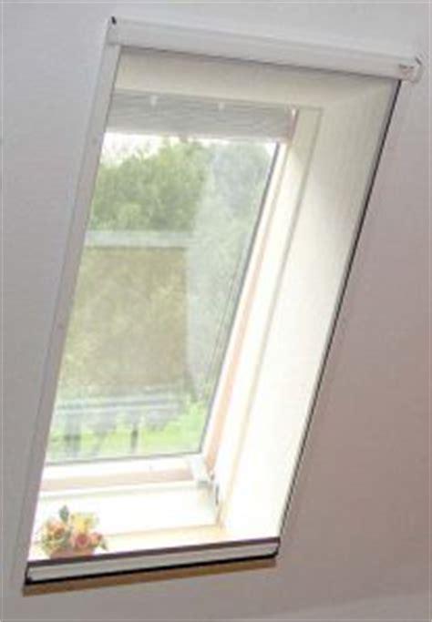 dachfenster fensterbank innen fliegengitter schlie 223 t auf fensterbank ab