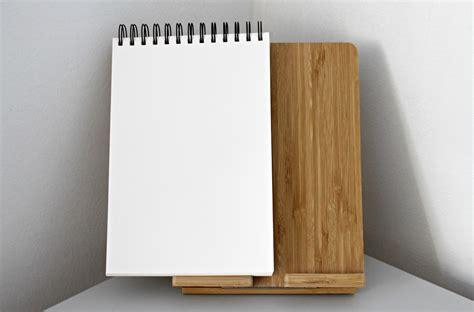 Buku Catatan Sul Kayu Dengan Pena gambar meja tulis buku catatan cabang book buka pena dinding pola hijau kantor