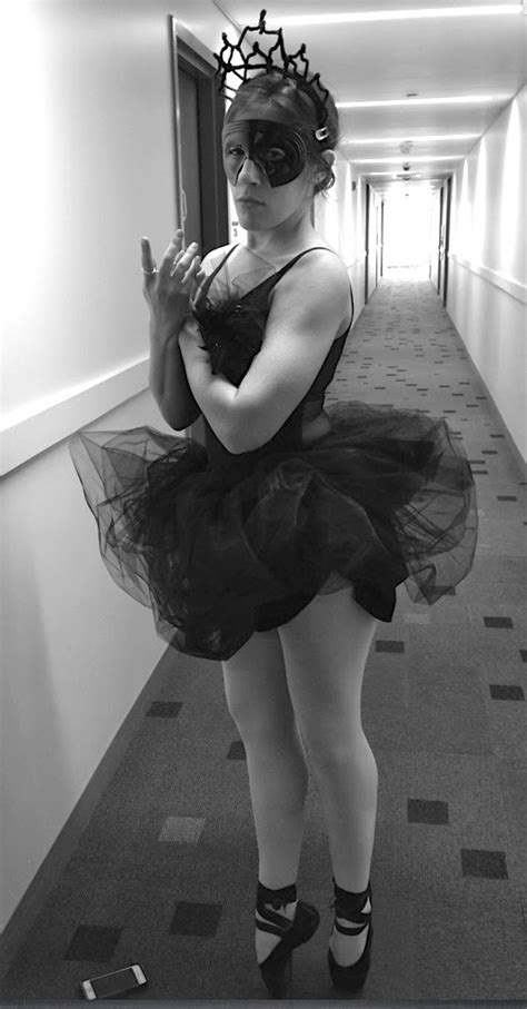 Sew Many Ways...: DIY Tutu Tutorial...Black Swan Costume
