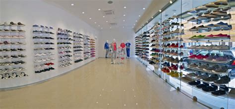 come arredare un negozio di scarpe aprire un negozio di scarpe e calzature guida completa