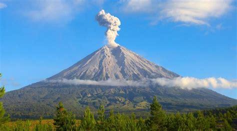 gunung semeru  terlanggarnya larangan  puncak