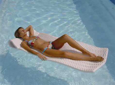 fauteuil gonflable pour piscine fauteuil gonflable piscine deluxe suntanner matress piscines magiline