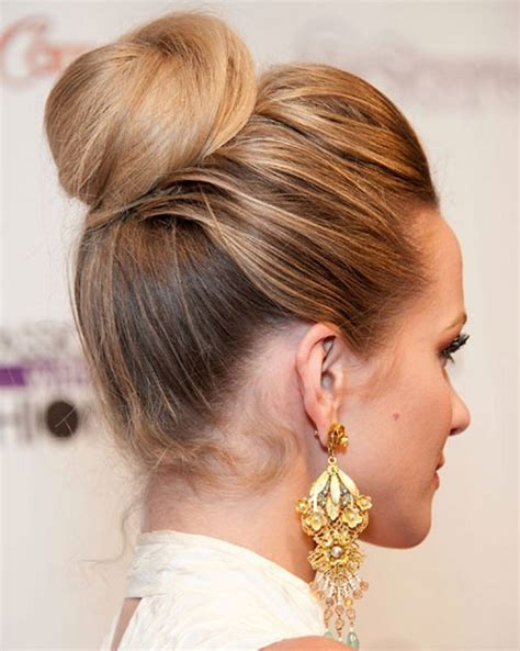 casual hairstyles for dirty hair hilary duff s casual updo hairstyle