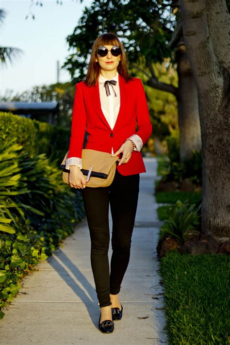 what looks good with red что носить с красным пиджаком чтобы выглядеть модно и