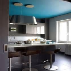 couleur plafond cuisine bleu mur avec peinture murale gris