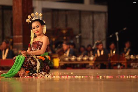 Payung Tari Brukat Hias Tradisional 12 tarian tradisional dari jawa tengah yang sangat populer
