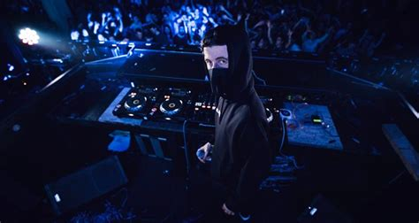 alan walker world tour alan walker talks first us tour collaborating with sia