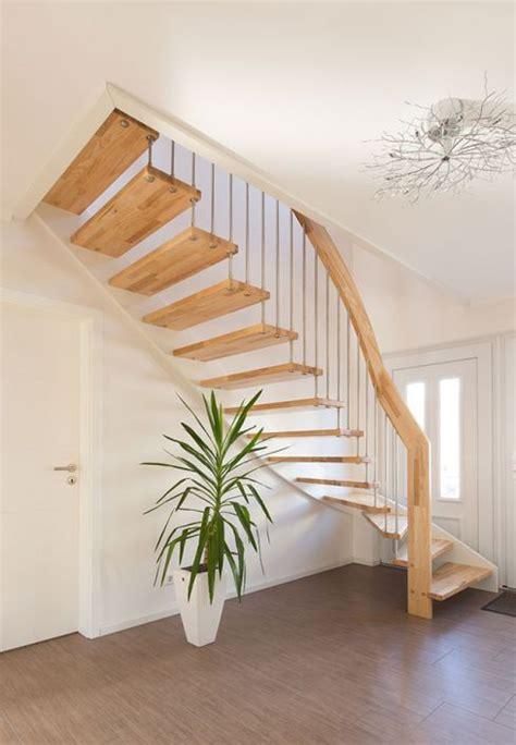 geländer für raumspartreppe design treppe viertelgewendelt