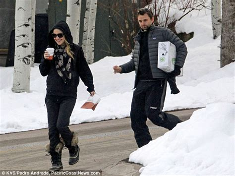 mat and may shopping snow bunny kate hudson enjoys a stroll with beau matt in
