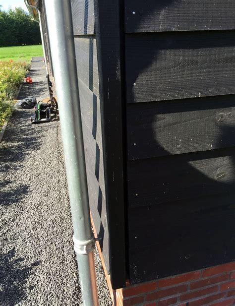 garage rabat zweeds rabat zwarte potdekselplanken op baksteen fundering
