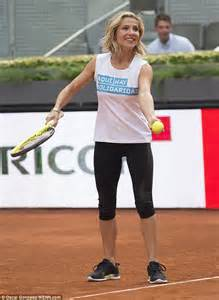 tv black friday special elsa pataky reveals her svelte figure in tennis gear as