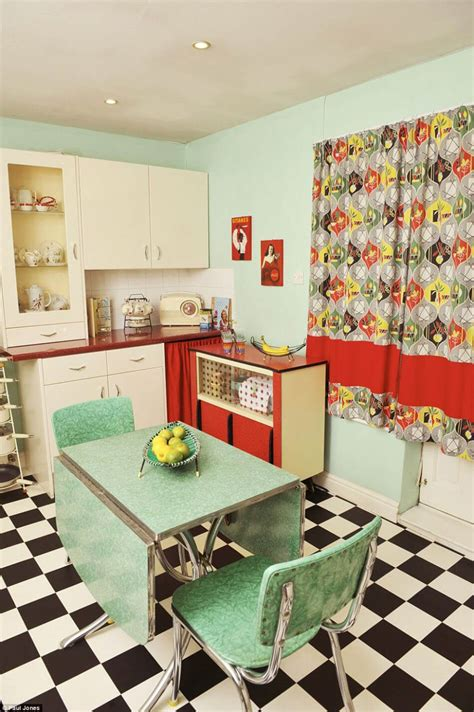 mobilier cuisine vintage great la cuisine retro au mobilier vintage par excellence