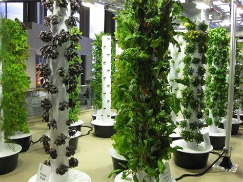 vertical gardening or aeroponics gardening gardening - Aeroponic Vertical Garden