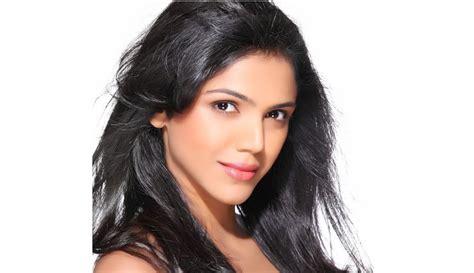 bollywood heroine unmarried shriya pilgaonkar hot wiki biography parents age