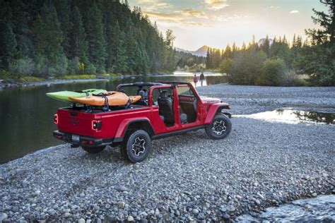Jeep Truck 2020 2 Door by 2020 Jeep Gladiator The Solid Axle Open Air Truck Of