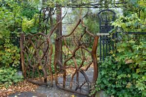 Garden Screens And Trellis Bild Gartentor Aus 196 Sten 463085 Bilder Und Videos Von