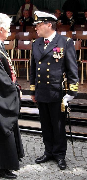 scheepvaart uniformen officier wiktionary