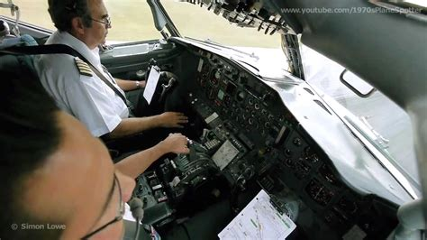 beautiful vortex from 737 800 landing in cat ii cockpit boeing 737 200 landing at cancun airp
