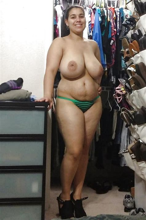 Latina Bbw Posing Naked And Showing Off Her Bush Pichunter