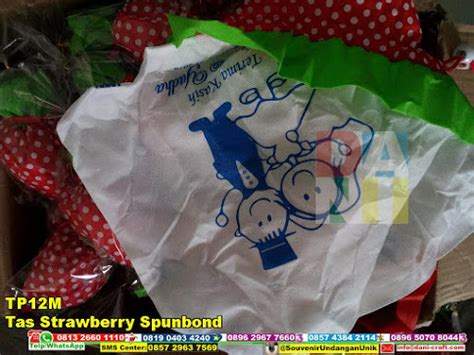 Tas Strawberi Souvenir Tas Strawberry Souvenir Pernikahan