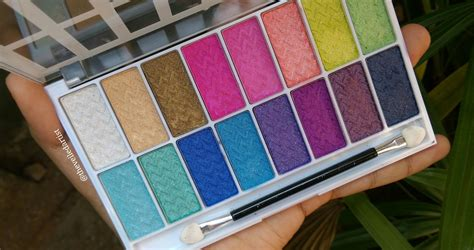 la colors eyeshadow palette la colors 16 color eyeshadow palettes in smokin and haute