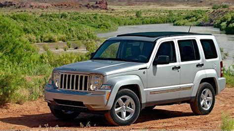 2008 Jeep Liberty Limited In Silver Side Pose Wallpaper