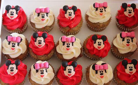 Varie Minie cupcake in minnie mickey mouse cupcakes