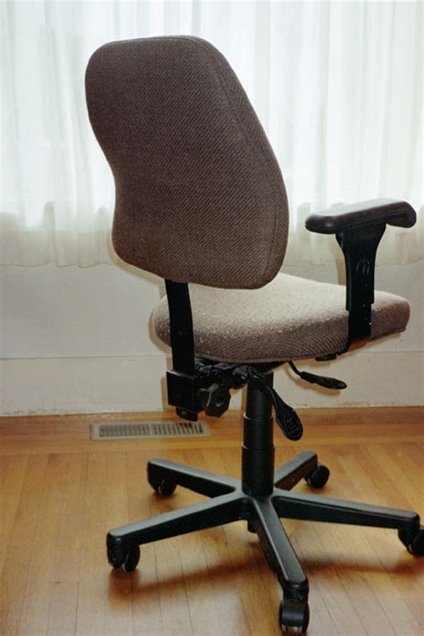 what is a swivel chair office chair